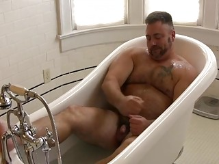 Gay bear washes up just to get dirty again after raw anal