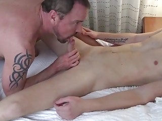 Daddy gets railed during hotel hookup