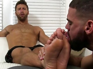 Hugely muscular gays with a foot fetish