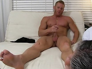 Muscular stud jerks off while having his bare feet licked