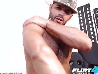 Muscled Latino strips to show us his body and jerking skills