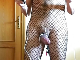 Dude in full-body stockings uses a vacuum pump