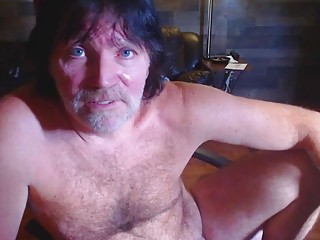 Middle-aged redneck works towards a webcam cumshot