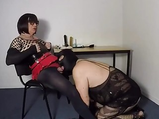 Shemale's slave pig pleasures her hole